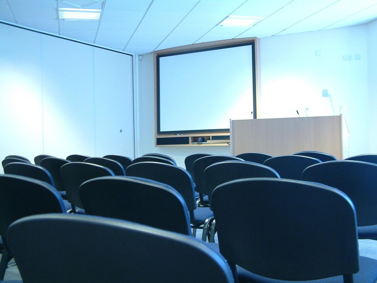 Składane krzesła biurowe, bankietowe i konferencyjne