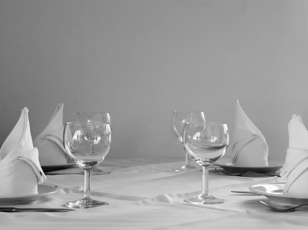 Rodzaje podstaw stołów bankietowych – H-500 i HS-600
